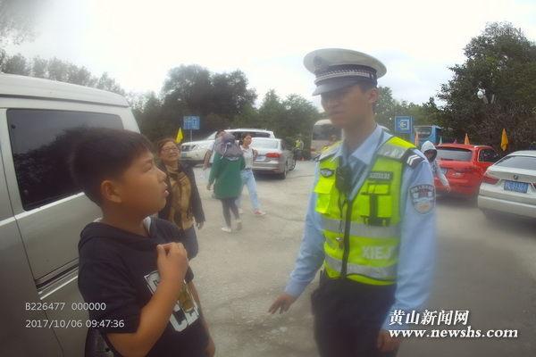 """(组图)""""超级黄金周""""里的黟县交警二三事"""