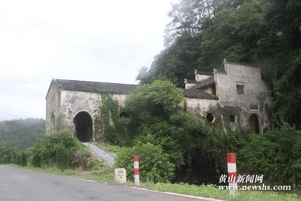 """祁门县大中村:""""安阜桥""""畔好风光 村民参与齐心共建美丽乡村"""