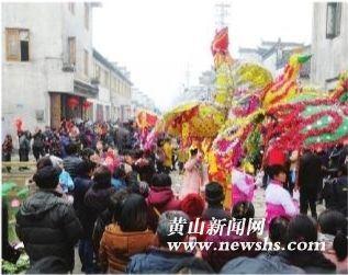 古黟北街: 涂抹新红上海棠