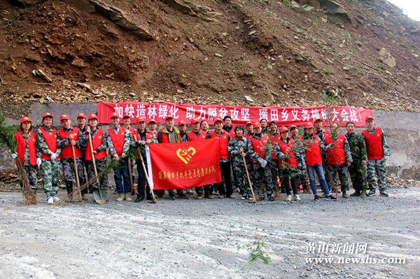 歙县璜田乡:党员志愿服务队助力打造红豆杉观光跨省公路