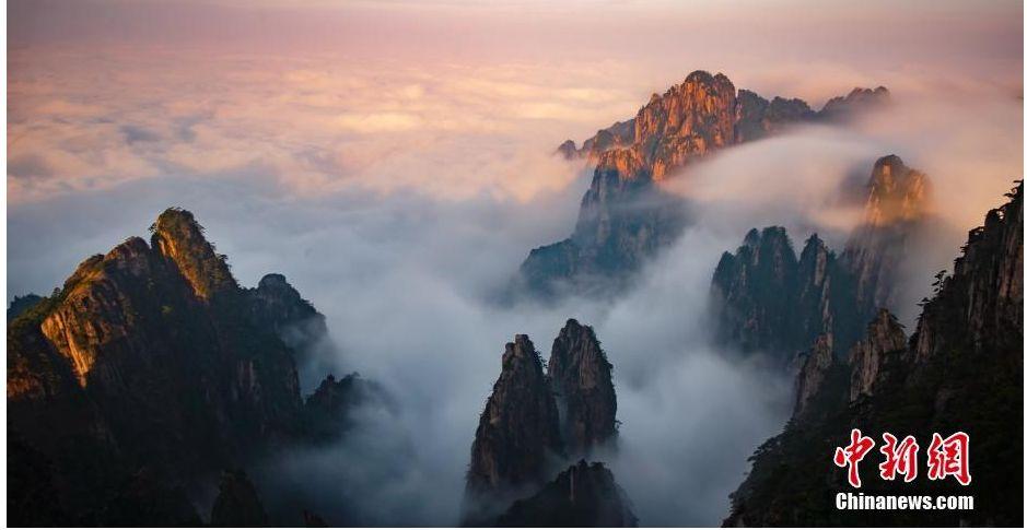 黄山秋日云雾如纱 随风漂浮缠绕山峰