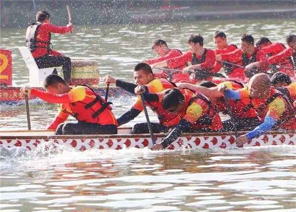 第九届中国·黄山新安江国际龙舟公开赛举行 任泽锋出席并宣布开幕