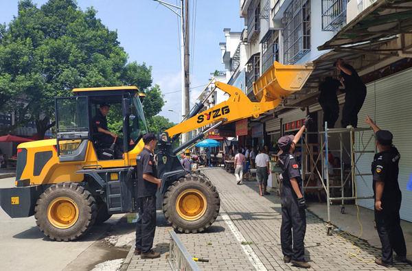 祁门县拆除沿街有碍观瞻广告牌、搭建物